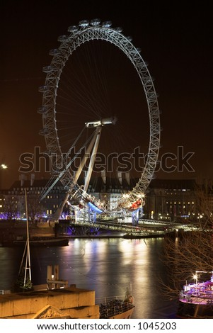Cityscape of the Big wheel at nighttime  in London.