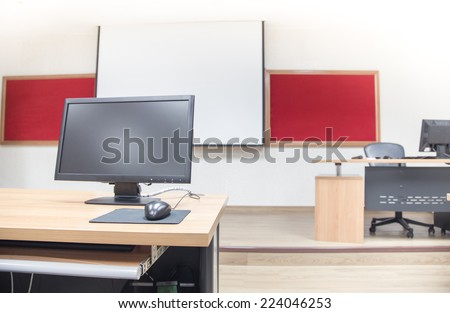 Classroom computer neatly placed in a computer lab.