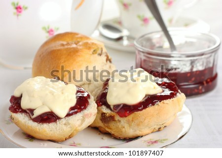 Cornish Cream Tea - Scones with jam/jelly and clotted cream on top