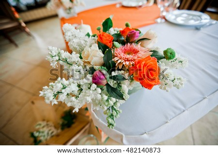 Cute flowers decoration on wedding table in restorant
