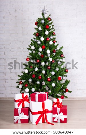 Christmas Tree And Gifts Pictures
