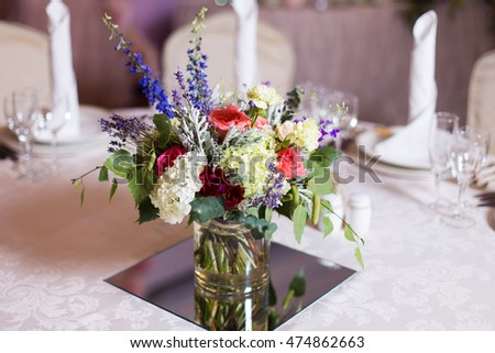 decoration of flowers on the table for the guests invited to the wedding
