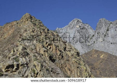Deserty mountains at Kings canyon national park
