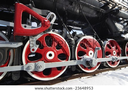 Detail of the wheels of a steam locomotive.