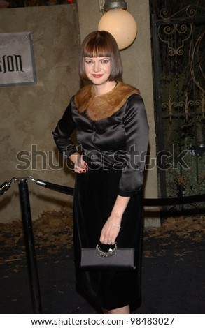 DINA WATERS at the world premiere of her new movie The Haunted Mansion. November 23, 2003  Paul Smith / Featureflash