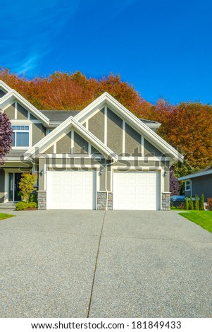 Double doors garage with long and wide driveway. Canada.