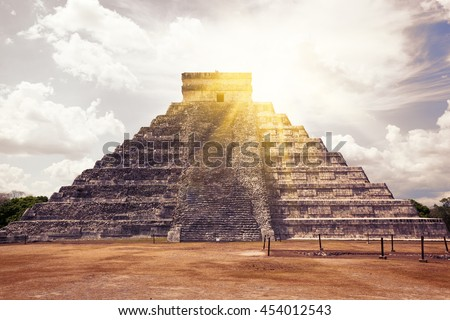 El Castillo (The Kukulkan Temple) of Chichen Itza, mayan pyramid in Yucatan, Mexico.  It's  one of the new 7 wonders of the world.