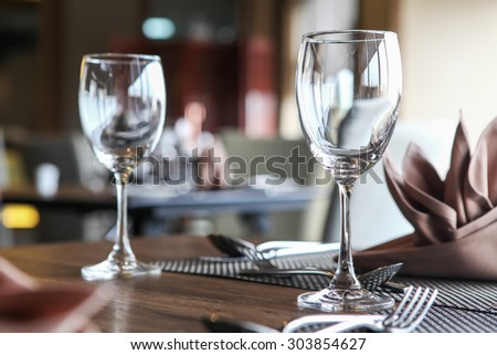 Empty glasses set in restaurant, Ambient lighting