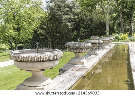 Well drinking water stock photo 420597802 shutterstock for Jardin anglais chantilly