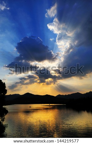 evening West Lake in Hangzhou,Tyndall effect
