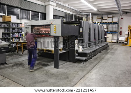 five color offset press lithography machine working