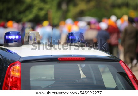 flashing lights of the police car to patrol the city