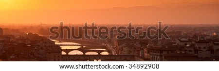Florence skyline at sunset, Italy. Ponte Vecchio sull'Arno. Panorama.