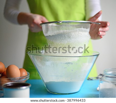 Flour sifting through a sieve for a baking