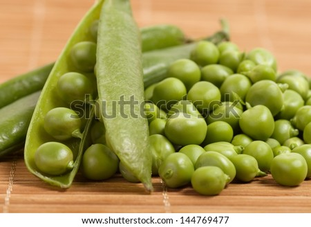fresh green peas isolated