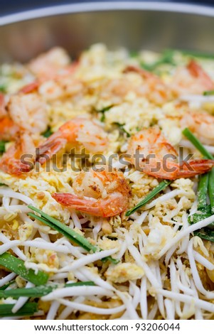 Fried Noodle with Shrimp Thai Style
