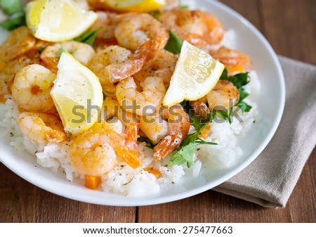 fried shrimps with rice and lemons