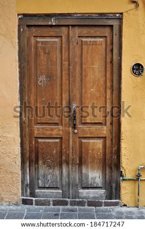 Front of an old mexican house - Colonial style door - San Miguel de Allende Mexico