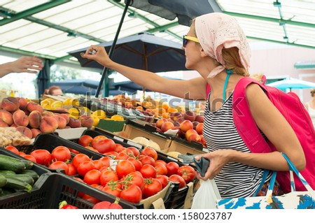 girl at green market