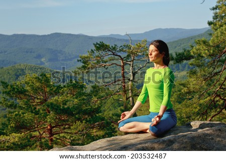 girl doing yoga in the mountains