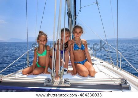 Girls on the saiboat