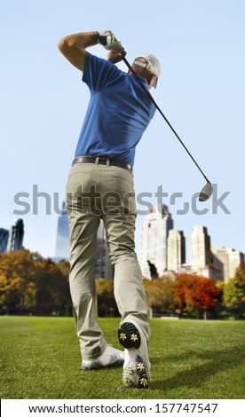 Golfer in the city