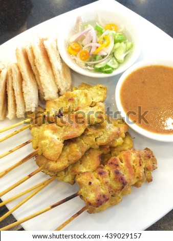 Grilled pork satay with toast grill and peanut sauce.