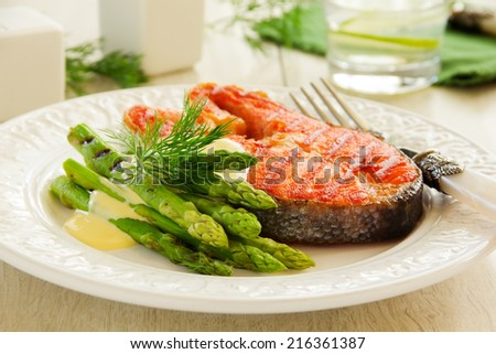 Grilled salmon steak with asparagus.