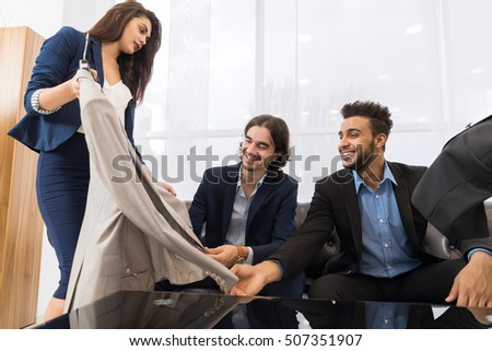 person retail successfully flirt with customers