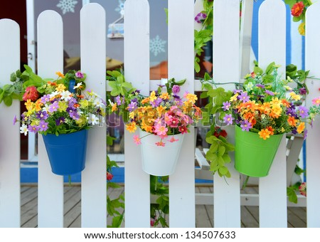 Hanging flowerpots stock photos images pictures - Flower pots to hang on fence ...