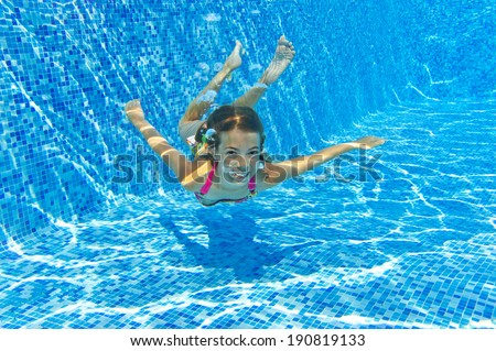 Young Women Swimming Under Blue Water Stock Photo 81023368 ...