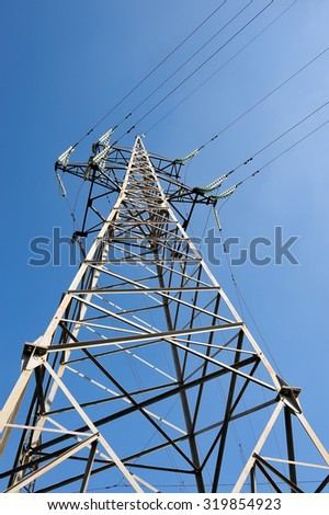 Iron pole support high-voltage power lines with insulators again