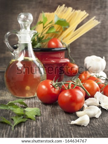 Italian Pasta with tomatoes, garlic, olive oil and italian parsley