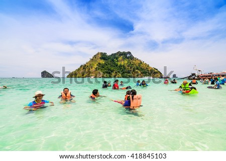 KRABI,THAILAND - MAY 7, 2016:  Tourists enjoying the beautiful miracle beach & crystal clear water at Koh Kai, Koh Tub & Koh Mor, Krabi, Thaiand.