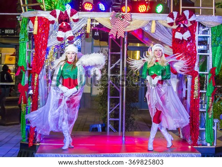 LAS VEGAS - DEC 18 : Actors in the Winter Parq Show at the Linq in Las Vegas on December 18 2015 , The Linq is dining and shopping district and High Roller at the center of the Las Vegas.