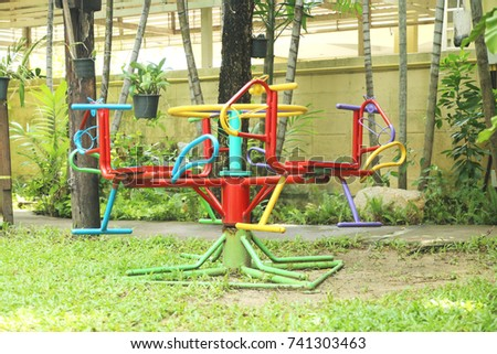 Learning Equipment Colorful Traditional Metal Carousel Merry Go Round Horse On The Playground Yard