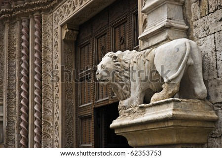 Lion sculpture next to the Poratele delle Arti of the Palazzo dei Priori in Perugia, Umbria, Italy
