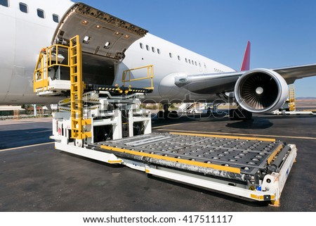 Loading platform of air freight to the aircraft