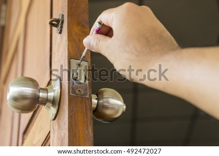 Locksmith Repair The Knob On Old Wood Door   Can Use To Display Or Montage  On