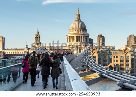 LONDON/UK - FEBRUARY 18 : St Paul's Cathedral in London on February 18, 2015. Unidentified people.