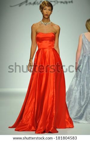Pretty Girl Burgundy Dress Medieval Stock Foto 75484861 Shutterstock