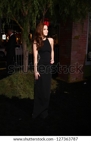 LOS ANGELES - FEB 6:  Zoey Deutch arrives at the 'Beautiful Creatures' Premiere at the TCL Chinese Theater on February 6, 2013 in Los Angeles, CA