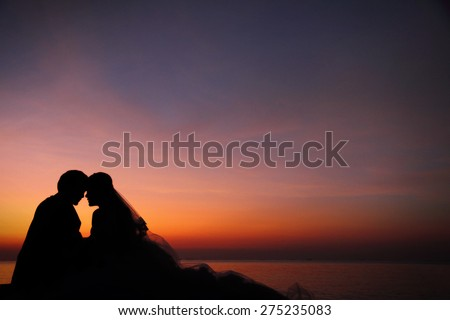 Love couple romantic scene silhouette at twilight, with copy space.