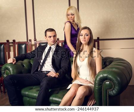 Фото одна и трое секс фото 455-380