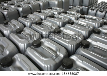 Lubricating oil in typical containers