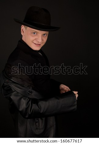 Man in black fedora looking to the camera
