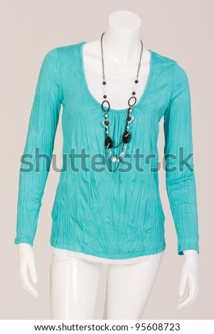 Mannequin dressed in a Iceshirt and fashionable chainn /Ice T-shirt with chain