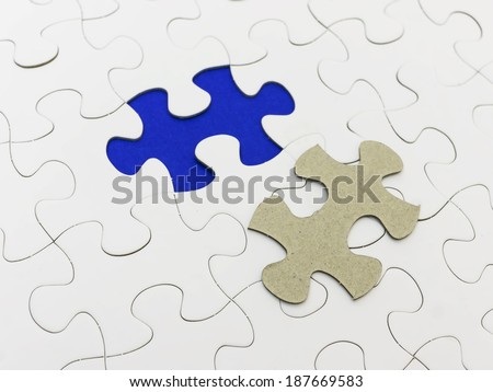 Missing piece of white puzzle and reveal blue color.