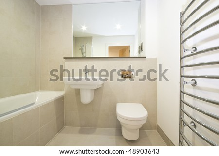 Modern en-suite bathroom with natural stone tiled walls