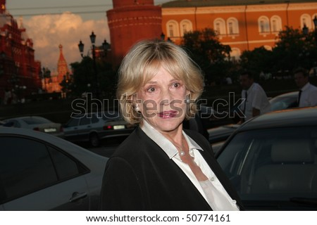 MOSCOW - JUNE 25: Jeanne Moreau  arrives l the  27th Moscow International Film Festival on  June 25, 2005 in Moscow, Russia.